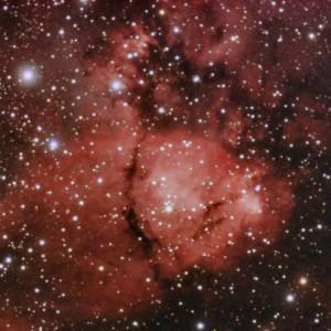 IC1795 es una región de formación estelar con nubes de polvo muy contrastadas